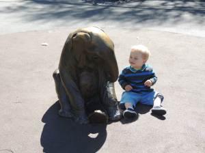 Já que não tinha elefante de verdade, vai a estátua mesmo - Zoológico de São Francisco