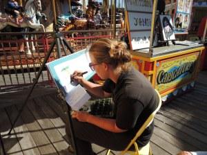 Moça escrevendo seu nome em lestras estilizadas  - Pier 39